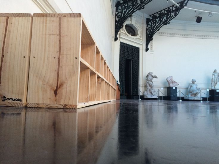 Muebles para zapatos, hall centra Museo de Bellas Artes. Muestra de Danza ¨Trances¨ Enero 2015