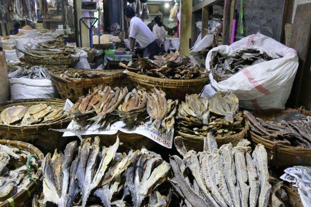 Mawlamyine, Markt, Trockenfisch en masse