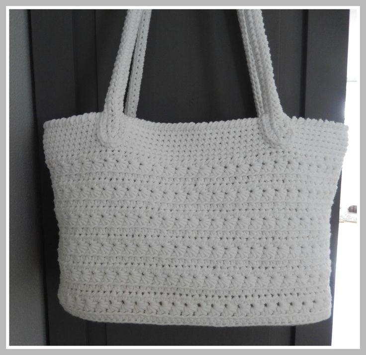 Als opvolger van de Sas-Tas die ik haakte heb ik nu een zomer-tas gehaakt. Ook het voorbeeld voor deze tas heb ik weer via Pinterest. (KLIK) Nadat ik het originele (Engelse)patroon vertaald had begon