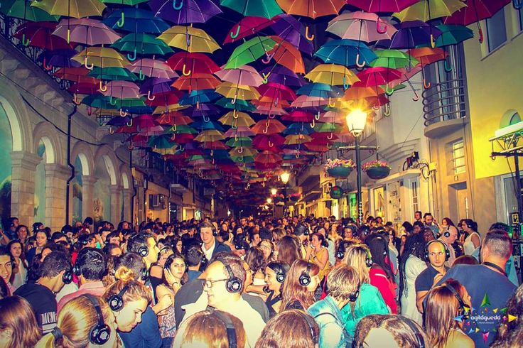 Publico    #agitagueda #agitagueda2016 #agitaguedaartfestival #agueda #streetart #festival #urbanart #umbrellaskyproject
