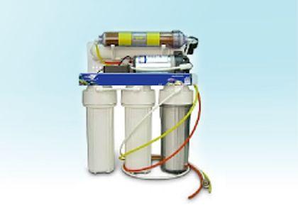 Filtros para Acuarios con Sistema de Purificación de 6 etapas sedimento, 2 filtros de carbón, ósmosis inversa, filtro desionizador, posfiltro). Producción de 50 galones por día. Con bomba booster y tanque de almacenamiento