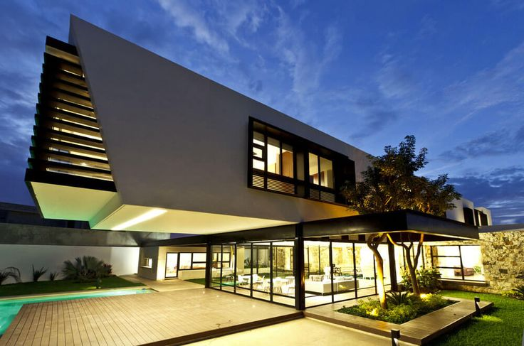 Yucatan cantilevered house view from side
