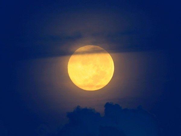 La superluna por el mundo (© REUTERS/Romeo Ranoco)