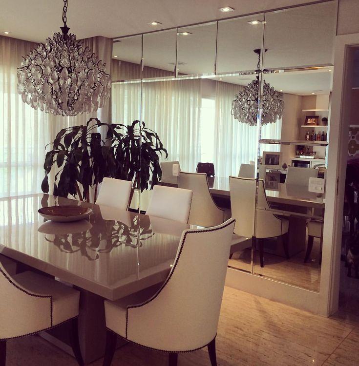 Sala de jantar quase pronta…parede em espelho valoriza ainda mais o ambiente! Lustre acervo pessoal da cliente e móveis Artefacto  #projetomeiramartins #decor #interiores #ambientes #mirror #mobilia #inspiração #designdeinteriores #decoração...