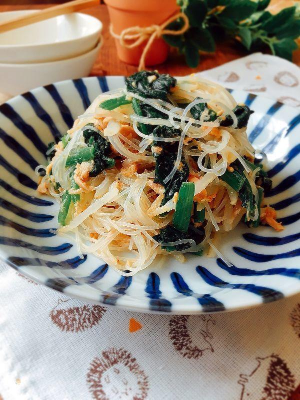 今日は韓国にはまり気味です(*^_^*)    作る料理が韓国料理っぽくなって  しまったいます\(//∇//)\    でも、なんとなく食べたくなる  《ナムル》です(*^_^*)  ボリュームもあるのでおかずサラダ的な  感じですか?  お好みでラー油を足してください。