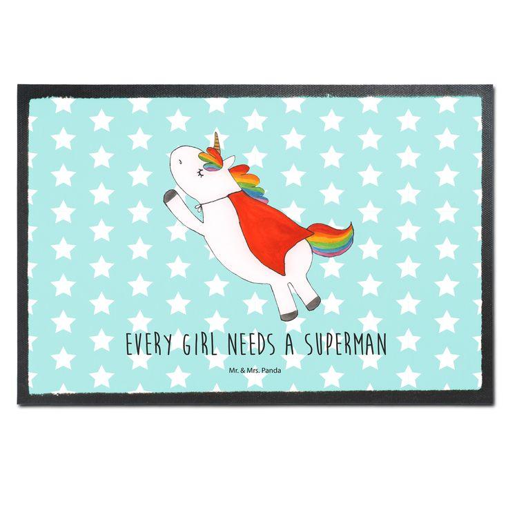 Fußmatte Druck Einhorn Superman aus Velour  Schwarz - Das Original von Mr. & Mrs. Panda.  Die wunderschönen Fussmatten von Mr. & Mrs. Panda sind etwas ganz besonderes. Alle Motive werden von uns entworfen und konzipiert und jede Fussmatte wird von uns in unserer Manufaktur selbst bedruckt und liebevoll an euch verschickt. Die Grösse der Fussmatte beträgt 50cm x 70cm.    Über unser Motiv Einhorn Superman  Das einzigartige Superman Einhorn von Mr. & Mrs. Panda    Verwendete Materialien…
