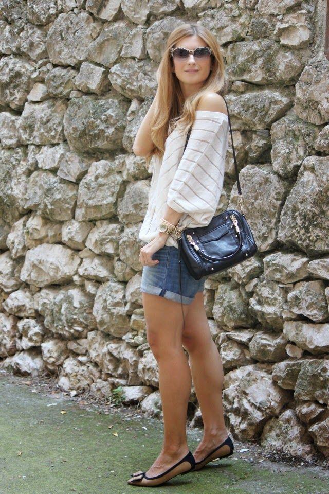 Casual Look. Comfy Look. Look con shorts vaqueros. A trendy life. #casual #comfy #denimshorts #rebeccaminkoffbag #rebeccaminkoff #mango #suiteblanco #uterqüe #outfit #fashionblogger #atrendylife www.atrendylifestyle.com
