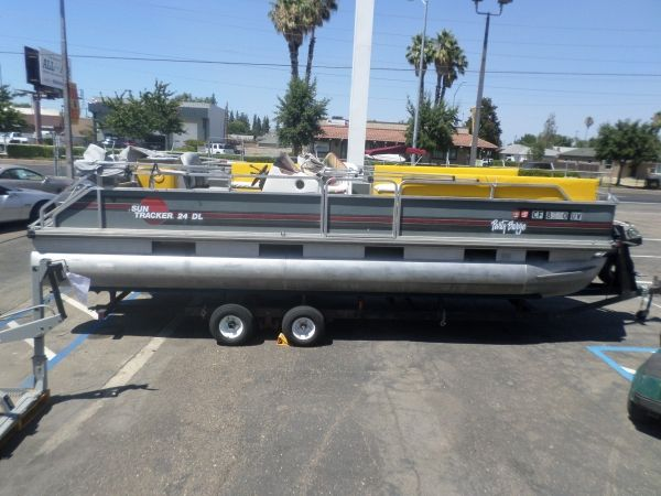 1989 SUN TRACHER 24 DL PARTY BARGE For Sale by Owner