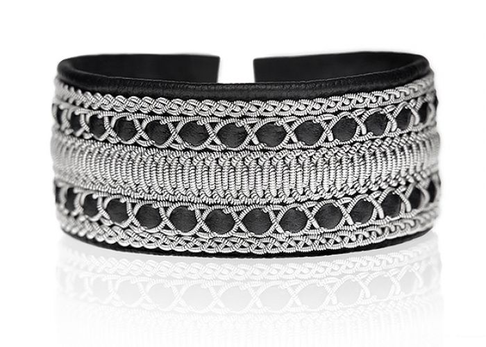 Wide tin thread (sami) bracelet from Nordig Jewelry Design | tenntrådsarmband