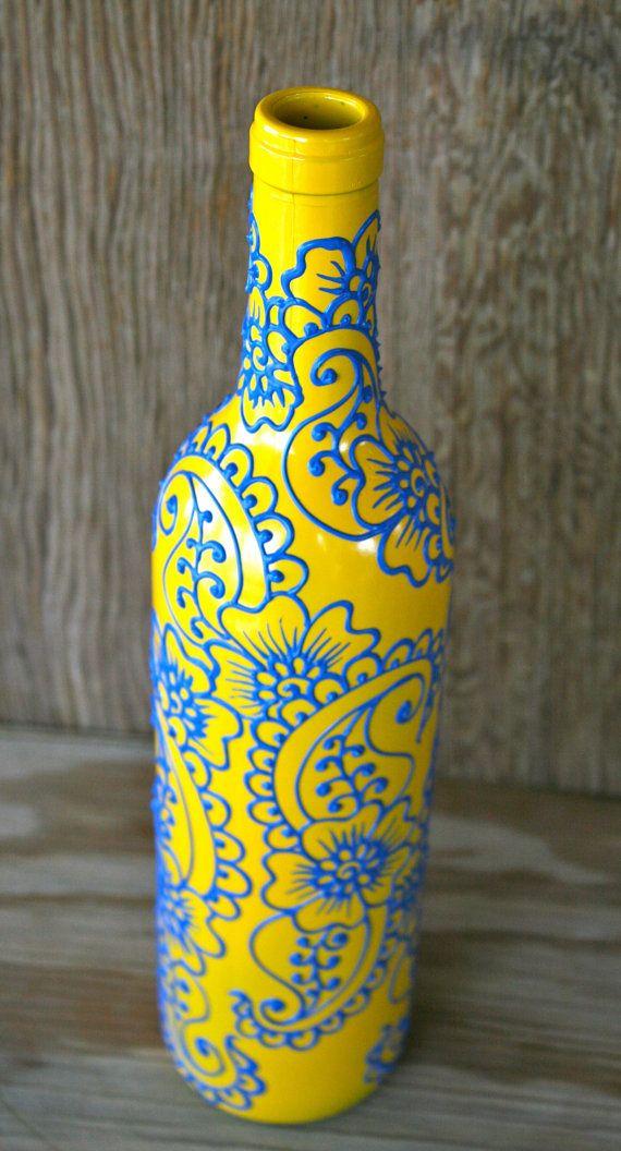 Botella de vino pintado a mano florero amarillo sol por LucentJane