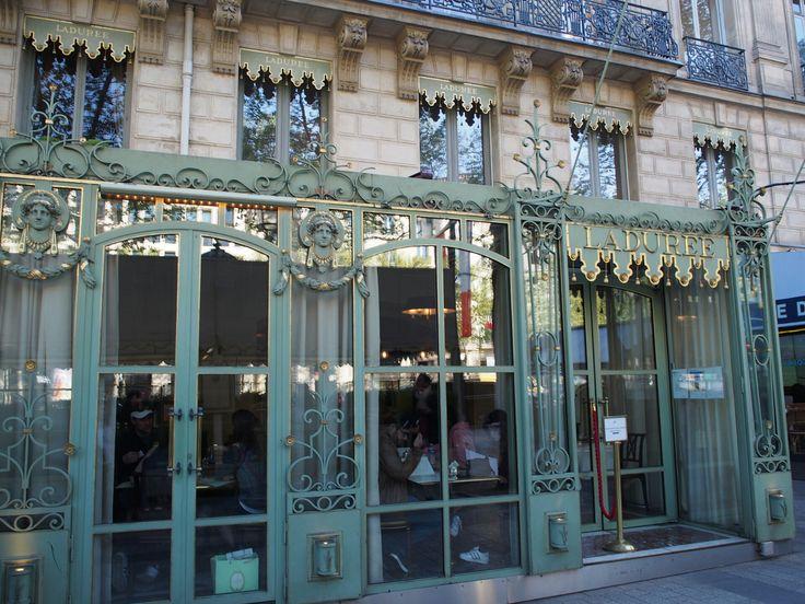 Paris シャンゼリゼ通り laduree ラデュレ