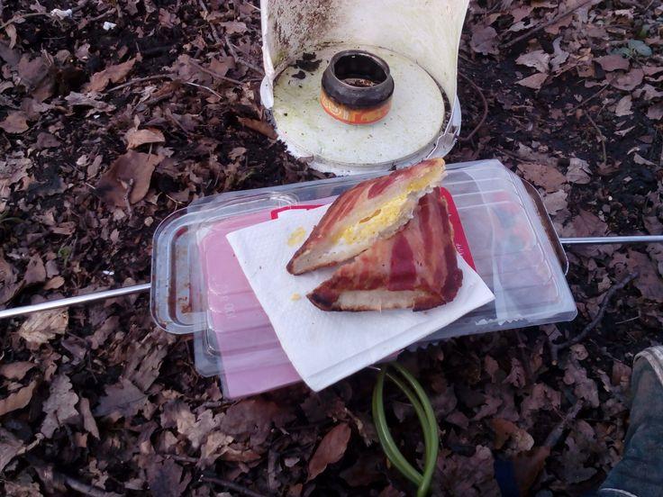 Bacon and Egg2go Wieder was zum Thema Camping und wieder was zu Essen 😉      Bedarf eig. keiner weiteren Erklärung, geht übrigens auch gut zuhause im Sandwitchtoaster
