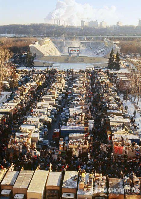Вещевой рынок 1990-е годы. Москва