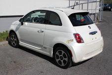 Automobile Fiat 500 1,2 cabriolet - Anno: 2010 Km.stand: 73.000 km Colore: bianco Colore degli interni: pelle rossa Trasmissione: manuale Trazione: trazione anteriore Carburante: benzina Potenza: 69 CV Volume del cilindro: 1,2 l Peso: 905 kg Emissioni di CO2: 119 g / km Numero di posti: 4 Corpo: combi a 3 porte Numero di porte:... - http://www.ilcirotano.it/annunci/ads/automobile-fiat-500-12-cabriolet/