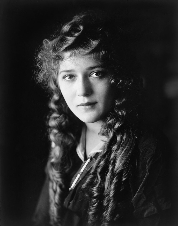 Mary Pickford-.America's 1 st Sweetheart