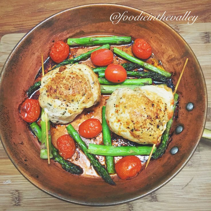 This was one of my favourite dinners in 2016 - cheesy stuffed chicken with pan roasted asparagus & tomatoes!