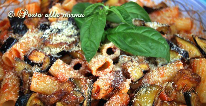 Chi mangia questo piccolo capolavoro della cucina siciliana pensa: ma come è possibile un gusto così raro con pochi e semplici ingredienti?