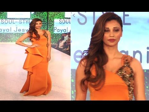 Daisy Shah looks WOW on ramp at India Beach Fashion Week 2017.
