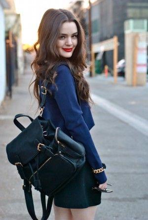 黒リュックはネイビーのジャケットでシックにきめて。リュックコーデ♡真似したいスタイル・ファッション☆