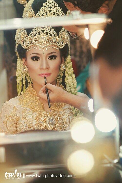 Sundanese wedding, makeup session..