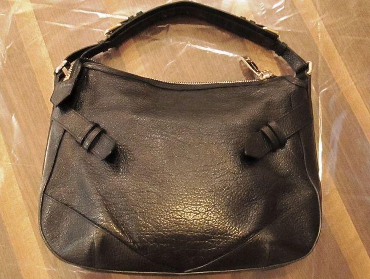 * * * BURBERRY Handtasche aus schwarzem genarbten Leder * * *