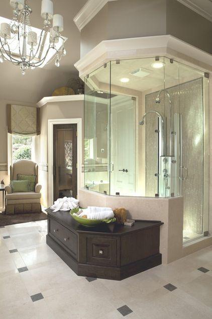 Atemberaubende Farben und Beleuchtung in diesem Badezimmer! Liebe, wie die Dusche umrahmt wird, und die Ablagebank