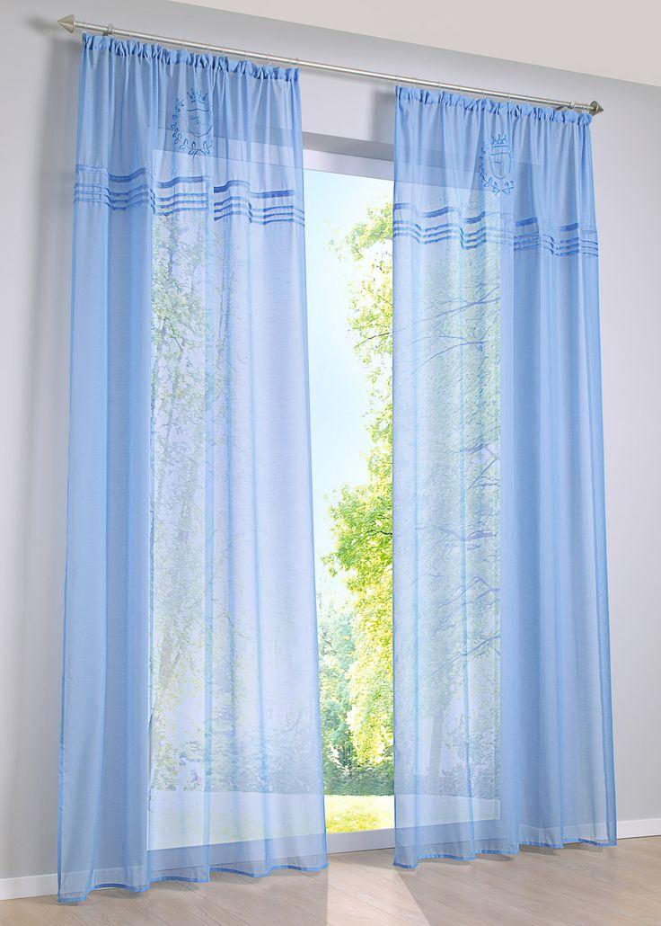 Se nu:Halvtransparent gardin med enkel design. På den övre kanten har gardinen ett älskvärt broderi och nedanför kanten en dekorativt veckad brodyr. Gardinen «New Port» är tack vare sin lekfulla romantiska stil en verklig highlight i ditt fönster.