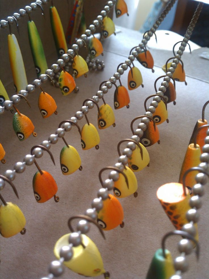 Guys, Flies & Pies: Copic Airbrush and Fly Tying Good idea of the bead chain drying rack!