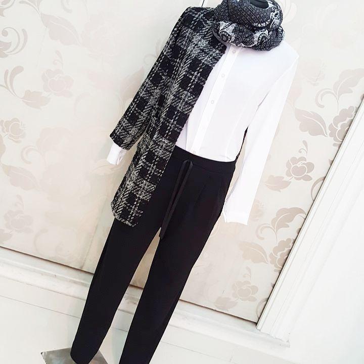 # cappotto #giacca #lunga #blazer #quadri #camicia #bianca #pantaloni #morbidi #pinces #valeria #abbigliamento