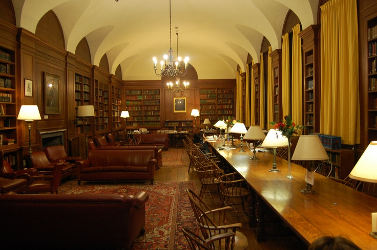 Adams House Library, Harvard University.  DiscoverHarvard.com