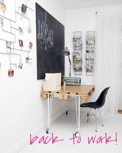 French By Design: I'm back!Pallets Desks, Chalkboards Painting, Diy Desks, Offices Spaces, Work Spaces, Workspaces, Bureau, Chalkboards Wall, Home Offices