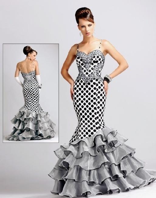 This dress would make me feel like a Flamenco dancer! Beautiful!