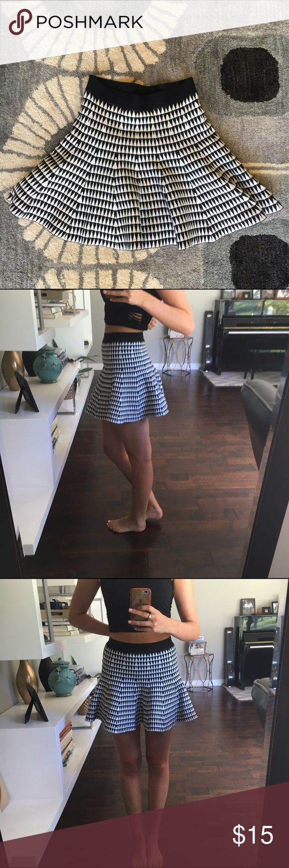 Black and white trumpet skirt! Adorable flared skirt with black and white triangle pattern. Thick black elastic waste band and measures about 15 inches from waste to hem. Thick stretchy fabric for a comfy feel. NEVER WORN. No trades please Forever 21 Skirts Mini