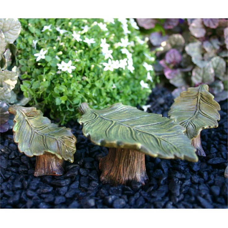 LEAF TABLE & CHAIRS - Oh me Oh my. This is the perfect fairy garden…