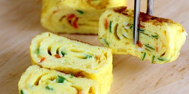 Vemale.com - Telur dadar ala Jepang ini tidak terlalu rumit kok pembuatannya.