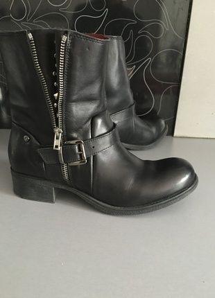 À vendre sur #vintedfrance ! http://www.vinted.fr/chaussures-femmes/bottes-and-bottines/20850602-bottines-motarde-cuir-noir-kookai-t38