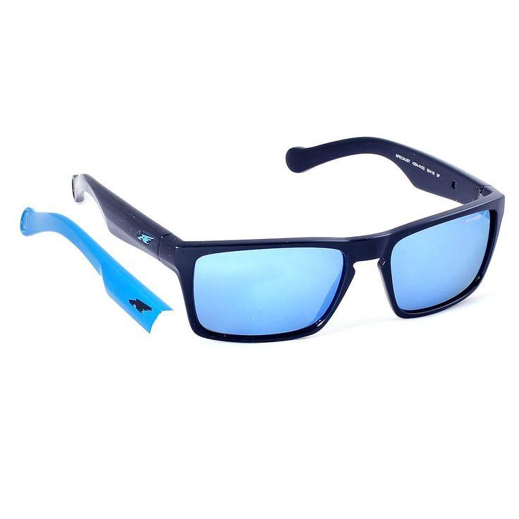 Το Arnette Specialist 4204 είναι ένα κοκάλινο γυαλί ηλίου με μαύρο χρώμα σκελετού και φακούς σε μπλε καθρέφτη πολαριζέ  με διαθέσιμο δεύτερο ζευγάρι βραχίονες σε μπλε χρώμα. Το τετράγωνο σχήμα του και το μέγεθός του ταιριάζει στα περισσότερα σχήματα προσώπου. Επέλεξε το Arnette Specialist 4204 41/22 Polarized  και απόκτησε ένα γυαλί ηλίου για καθε δραστηριότητα που θα εντυπωσιάσει. #optofashion #sunglasses #arnette #polarized