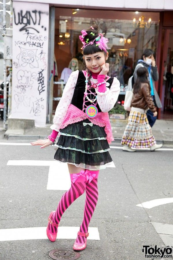 Recreate this look with our Chameleon - Fuchsia tights || FireHosiery - Leaders in Legwear Fashion - firehosiery.com