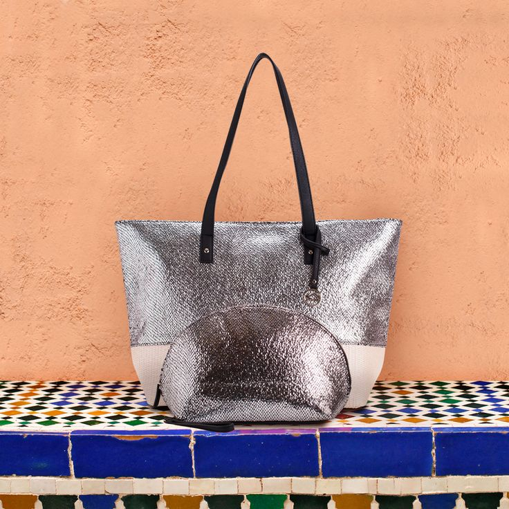 Around the streets of Marrakech, #Kamila bag goes noticed! Get yours in stores and online.