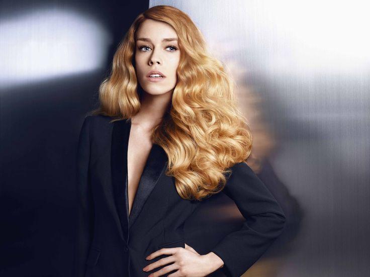 "[gallery type=""rectangular"" ids=""1114,1115,1116"" orderby=""rand""]  Η L'Oréal Professionnel, για να παρουσιάσει τα πιο hot Look για τη σεζόν Φθινόπωρο/Χειμώνα 2013, δημιούργησε ένα νέο concept, μεταμορφώνοντας τις Collection Χρώματος σε ένα ""Ιt"""