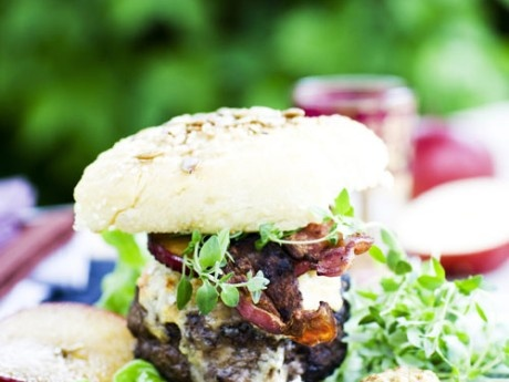 Wild burger with grilled apple