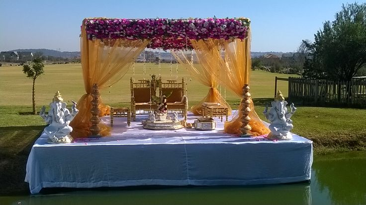 Heartfelt congratulations to Mr & Mrs Neilan & Niritika Naidoo who tied the knot in traditional style this weekend at Tintswalo at Waterfall!