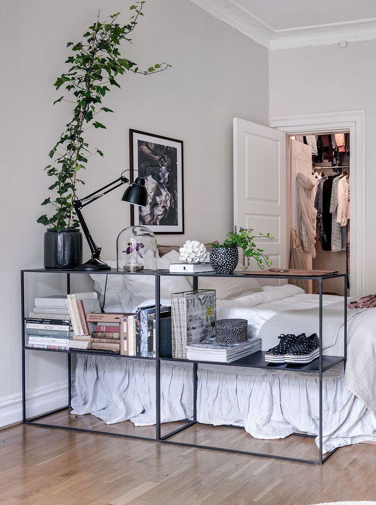 Schlafzimmerbereich im Wohnzimmer – über Coco L…
