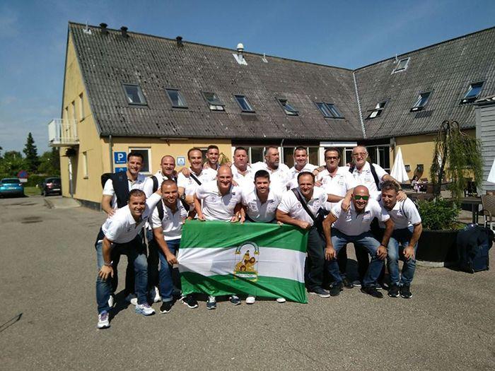Están como niños con zapatos nuevos, la Asociación de Veteranos del Vélez Club de Fútbol se encuentra en Køge, en la región Sjaelland de Dinamarca, allí se enfrentará este sábado a las 16 horas al Hb Koge de veteranos, supone el partido de vuelta, ya que hace algunas semanas,   #dinamarca #futbol #veteranos