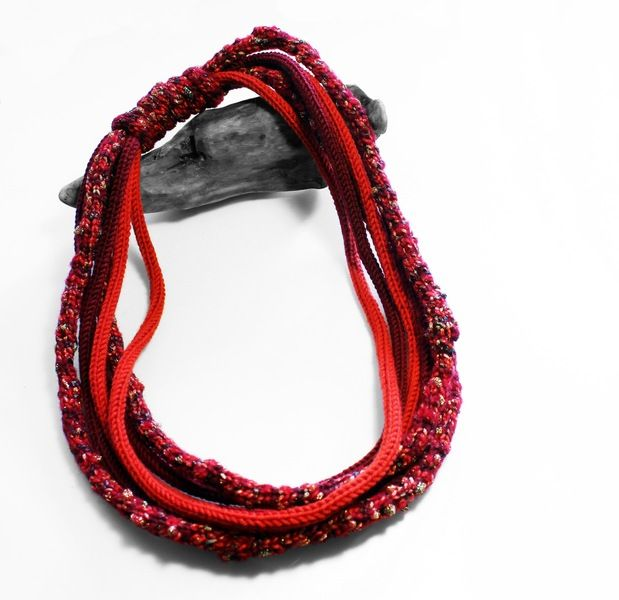 Collana+in+lana+rossa+di+SilmieCreations+su+DaWanda.com