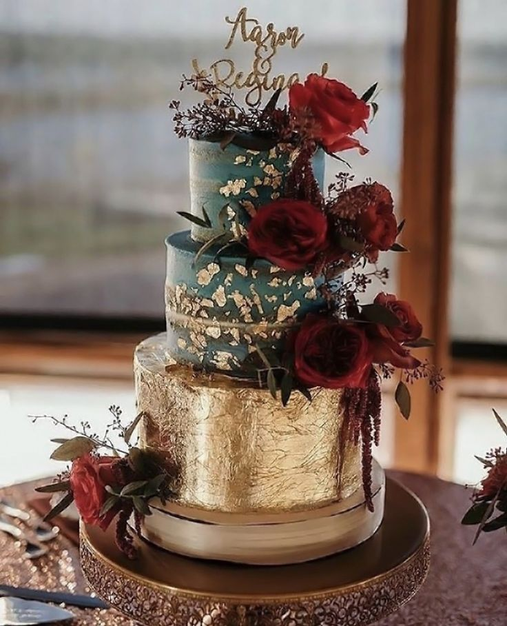 Gold Foil Wedding Cake ~ Gold Loopy Band Cake Plate See more here: http://www.opulenttreasures.com/shop/loopy-band-cake-plate