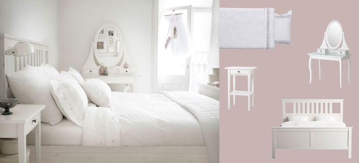 HEMNES Bett weiss lasiert, Nachttisch und Frisiertisch mit EMMIE SPETS Bettbezug und Kissenbezügen weiss