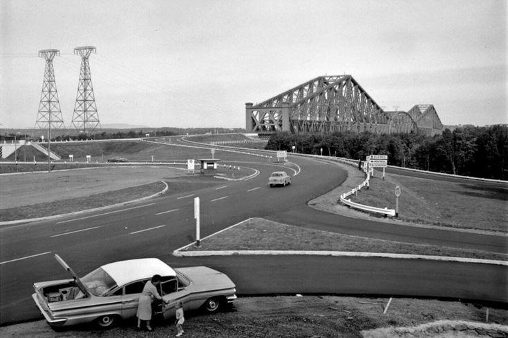 Quel contraste saisissant entre ces deux photographies prises à l'entrée sud du vénérable pont de Québec, à 55 ans d'intervalle!