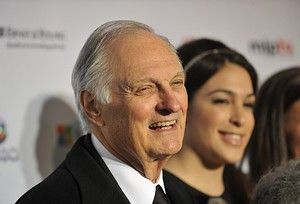 Alan Alda Reminisces About His Star Turn As Hawkeye Pierce In 'M*A ...
