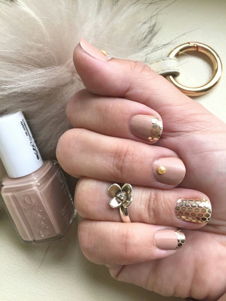 It's Saturday night 🍾 Make this elegant and festive mani with Essie's matte nude 'All Eyes On Nudes' and sparkling gold stickers 'Oh My Gold!' #essie #alleyesonnudes #ohmygold #nude #gold #iampolishedup #danishnailpolishblogger #loveessie #essiepolish #polishedup #iampolishedup #nailart #iloveessie #iheartessie #nail #nails #nailpolish #polish #polishaholic #manicure #mani #notd #nailblog #nailblogger #nailpolishaddict #obsessie #essielove #essiecolor